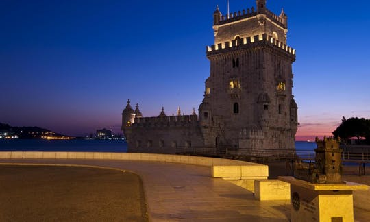 Lisbon Tour by Night with Dinner and Fado Show