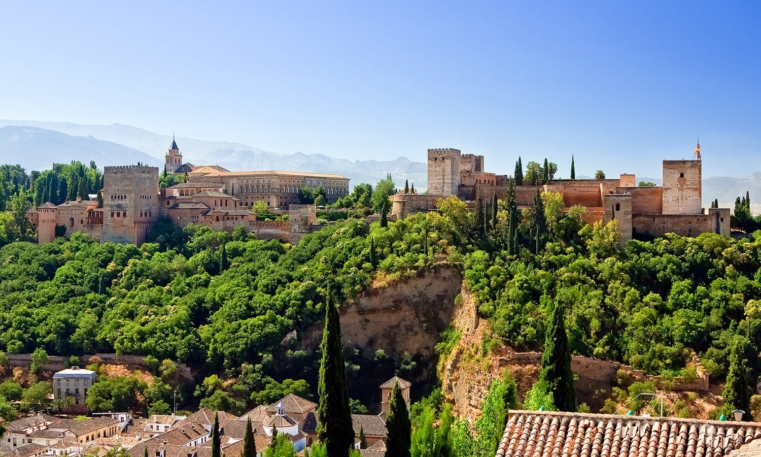 Albaizyn and Sacromonte walking tour and Granada hop-on hop-off tourist train