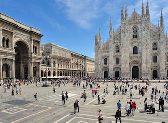 Exclusive guided tour in Milan: La Scala, Duomo Square and Galleria