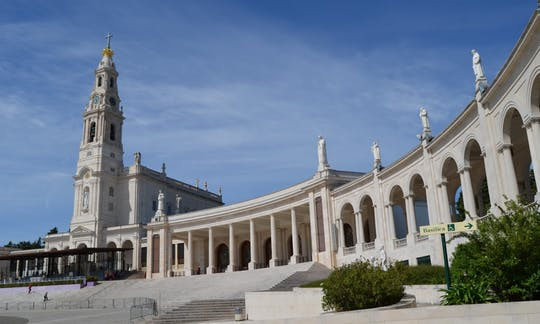 Fátima, Batalha, Nazaré and Óbidos tour