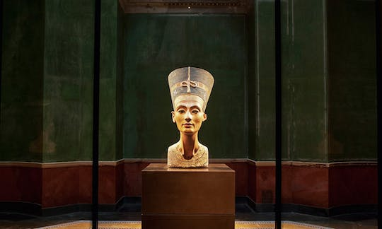 Berlin Neues Museum private guided tour with an art historian