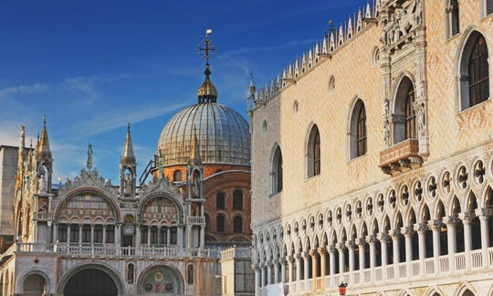 Venecia Ducal: paseo a pie por Venezia en la mañana con el Palacio Ducal