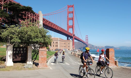 Golden Gate Bridge guided tour by bike