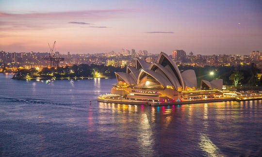 Sydney City Tour with Magistic Luncheon Cruise