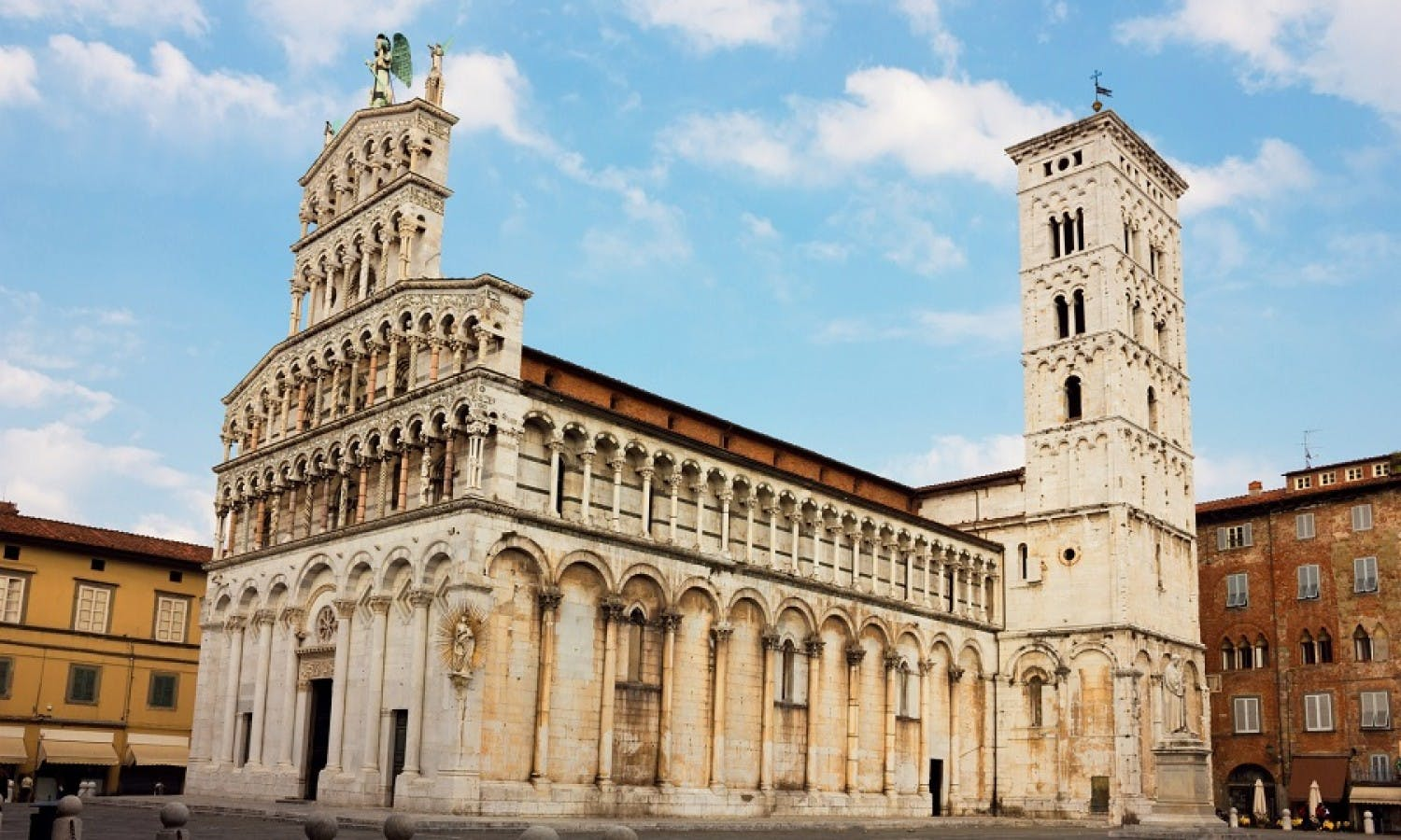 Pisa and Lucca: Guided Tour with Buccellato Tasting