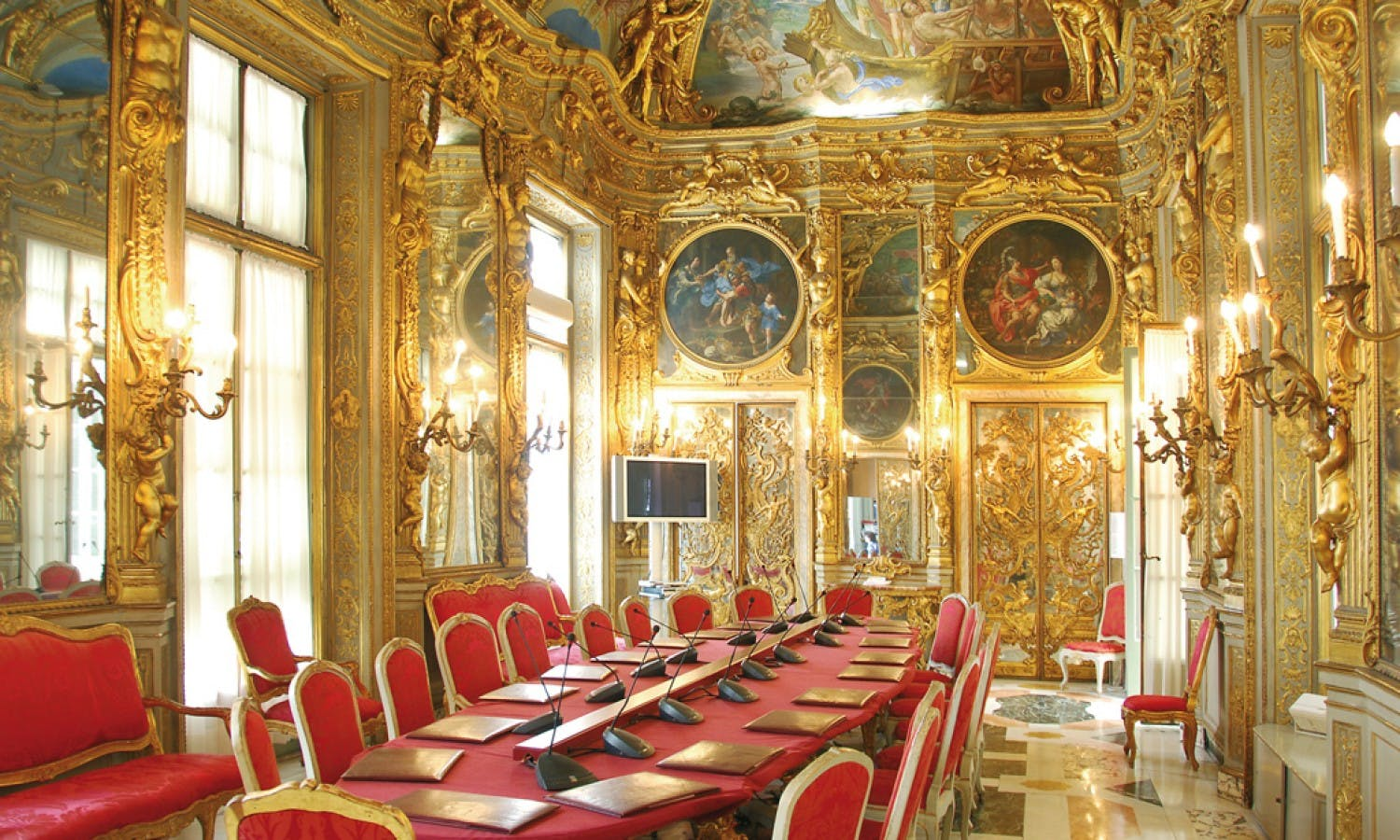 Guided tour of the aristocratic Rolli Palaces in Genoa