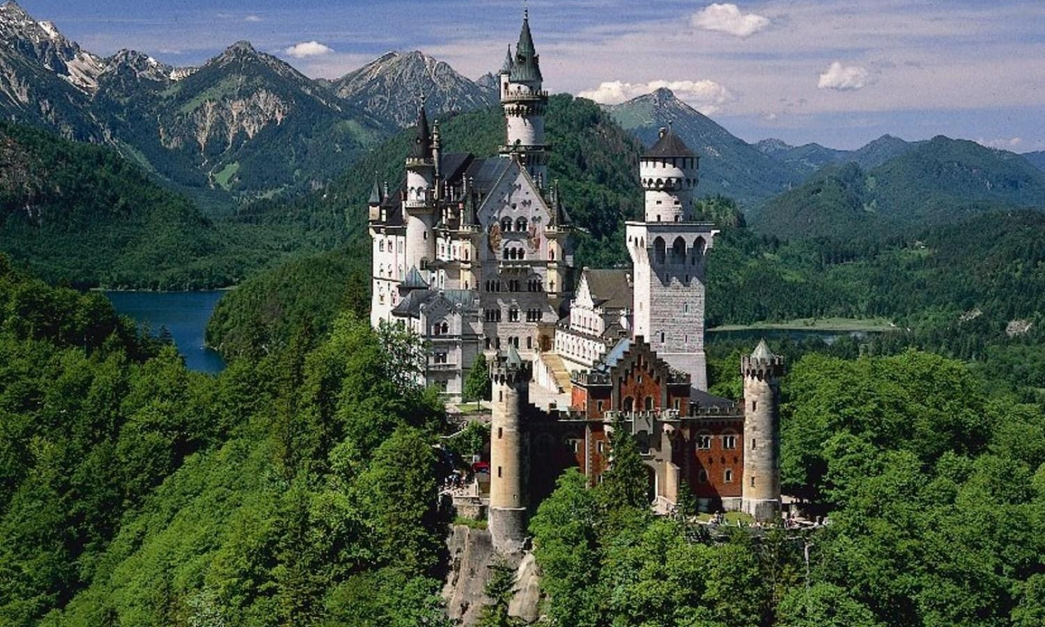 Neuschwanstein, Linderhof and Oberammergau excursion from Munich