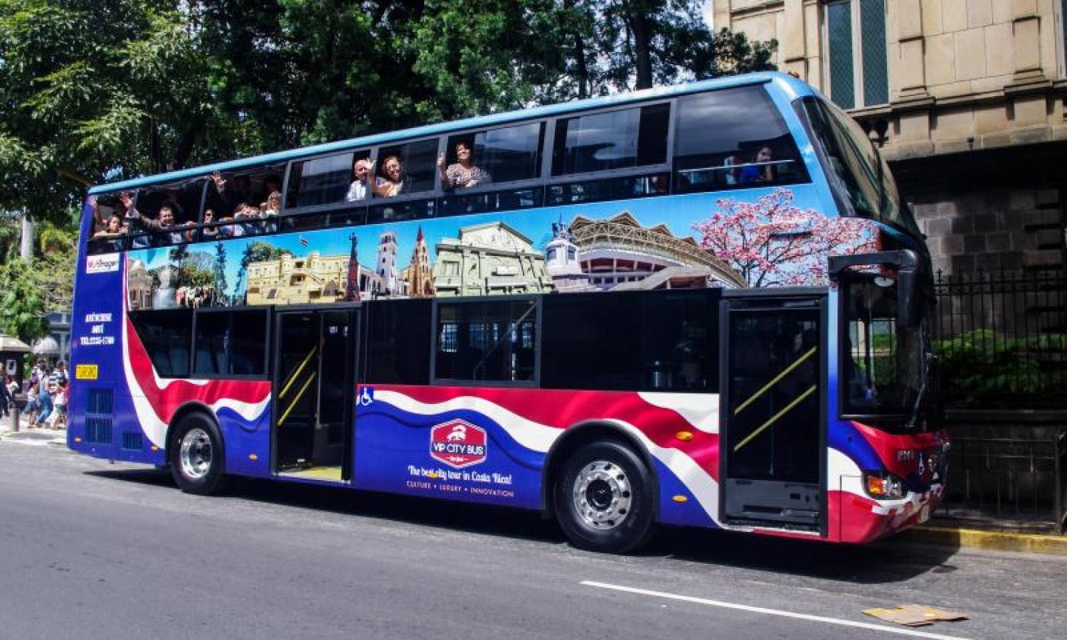 VIP City Bus From San José: Bus and Walking Tour