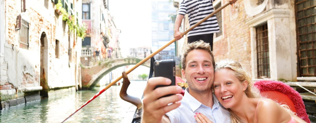 Gondola serenade with musician in Venice