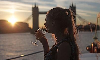 Ver la ciudad,City tours,Actividades,Activities,Visitas en barco o acuáticas,Cruises, sailing & water tours,Actividades acuáticas,Water activities,Crucero Támesis,Thames River Cruise,Crucero + cena