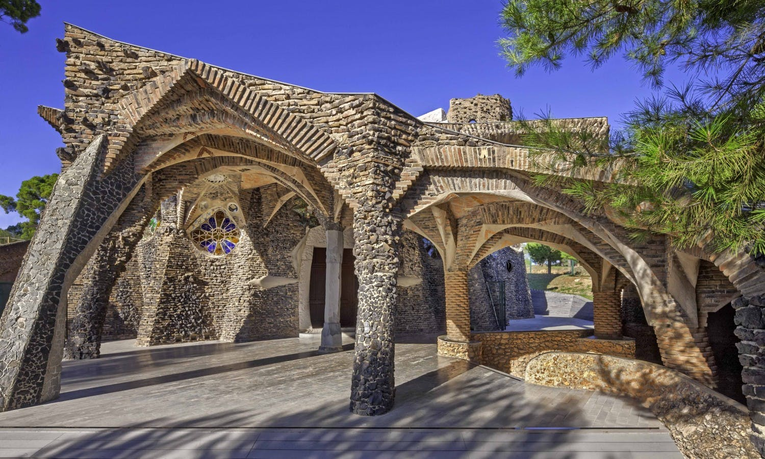 Gaudí Crypt in Colonia Güell - Entrance tickets with audioguide