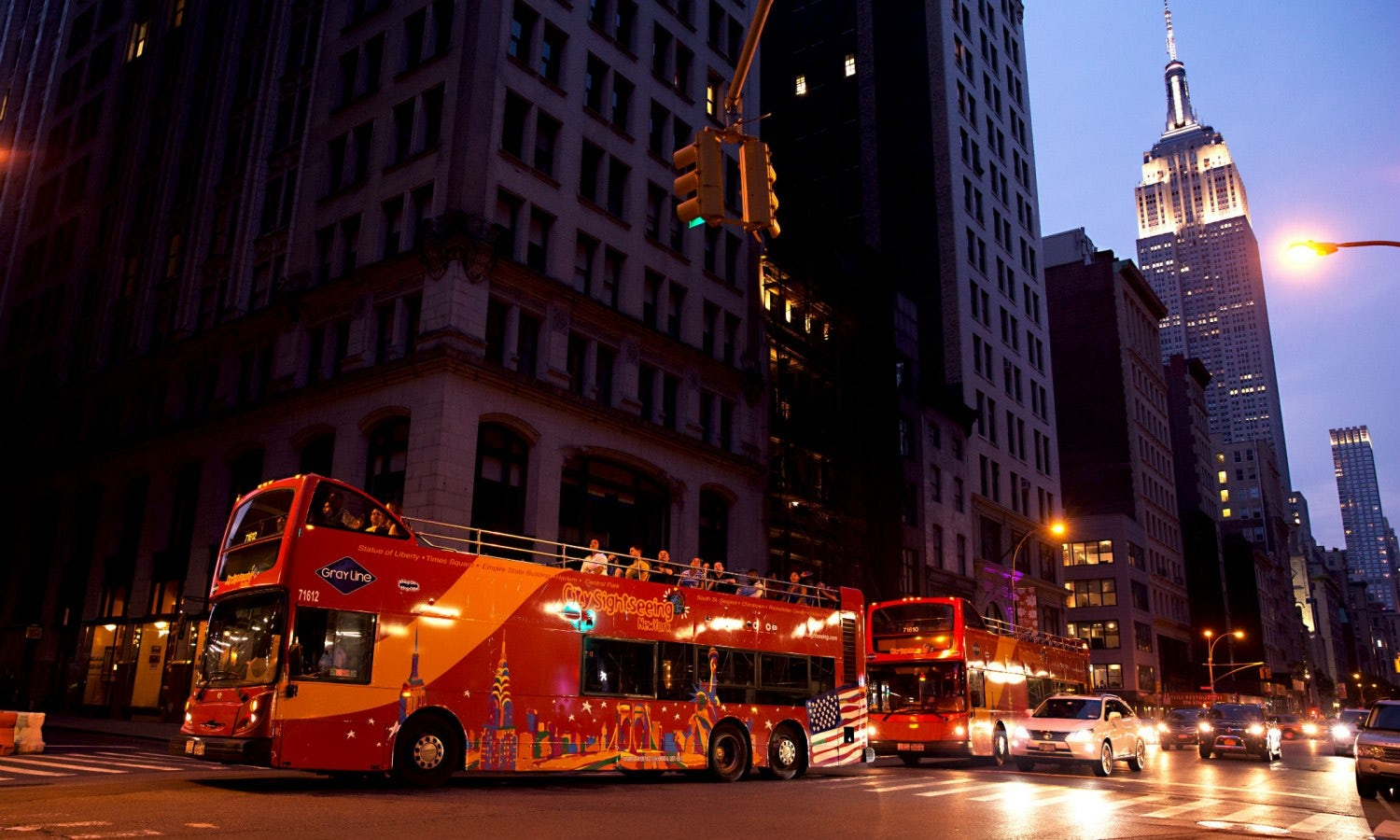 how to get to niagara falls from nyc by bus