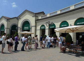 Serravalle Designer Outlet: shopping tour from Milan