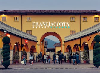 Franciacorta Outlet Village: shopping tour from Milan