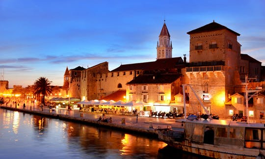 Wandeltocht door de oude stad van Trogir