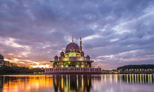 Tour privado de meio dia em Putrajaya com cruzeiro no lago