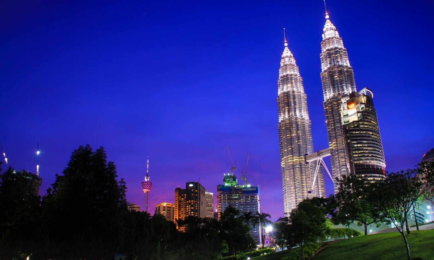 Round-trip airport transfers with free Petronas Twin Tower tickets