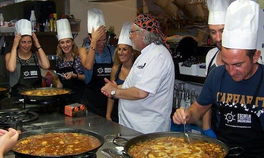 Clase de cocina con paella y recorrido panorámico por Valencia