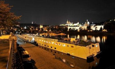 Ver la ciudad,Actividades,Gastronomía,Gastronomía,Visitas en barco o acuáticas,Actividades acuáticas,Comidas y cenas especiales,Tours enológicos,Crucero por el río Moldova,Con cena incluida