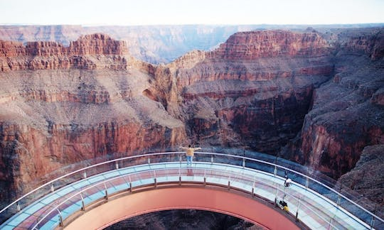 Grand Canyon West Rim bustour met Skywalk-ticket