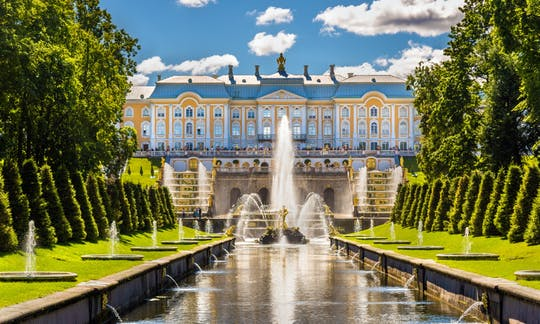 Small-Group Tour of Peterhof with Grand Palace and Park
