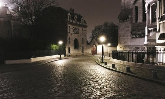 Guided tour in the dark side of Paris