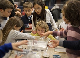 Creative sessions in Pirelli HangarBicocca: One Painting, Many Materials (8-10 years)