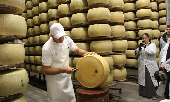 Parmigiano Reggiano cheese tasting tour in Parma