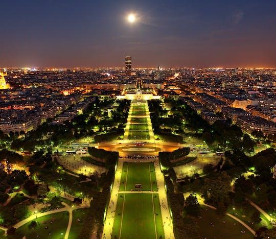 Visita vip nocturna a la Torre Eiffel con acceso al mirador de la 2ª planta y crucero con champán por el Sena