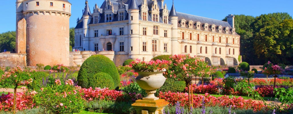 Audioguided tour of the Loire Valley with pick-up in Paris and lunch