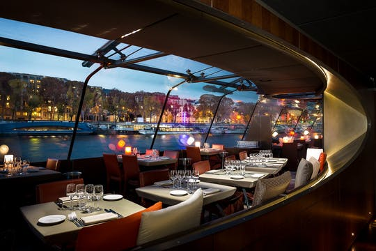 Paris Essential dinner cruise at 6.15pm