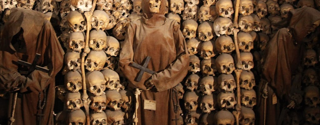 Exclusive Catacombs guided tour after closing with Bone Chapel