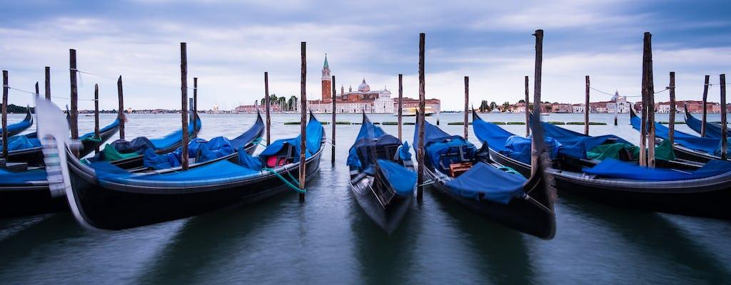 30-minute private gondola ride by night in Venice