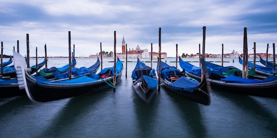 30-minute private gondola ride by night in Venice