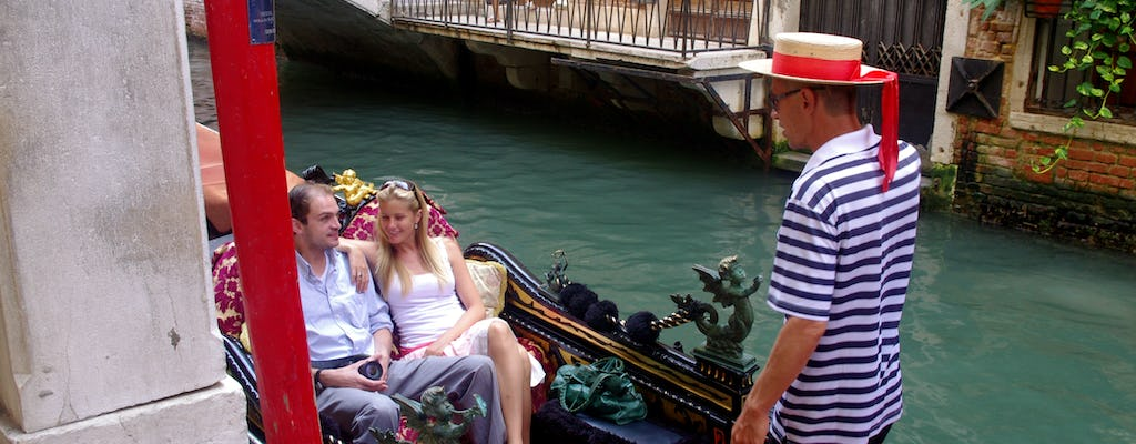 Private gondola tour discovering secret places in Venice