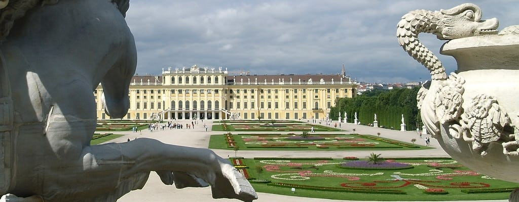 Schönbrunn Palace guided tour with a historian