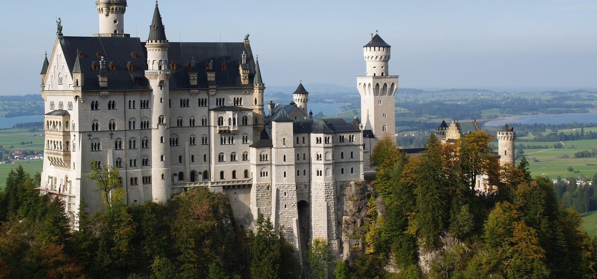 Ver la ciudad,Salir de la ciudad,Tours temáticos,Tours históricos y culturales,Excursiones de un día,Castillo de Neuschwanstein,Con visita a Linderhof,Tour por los Castillos