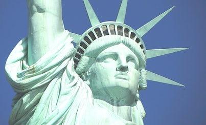 Ver la ciudad,City tours,Actividades,Activities,Visitas en barco o acuáticas,Cruises, sailing & water tours,Actividades acuáticas,Water activities,Estatua de la Libertad y crucero a Ellis Island,Statue of Liberty and Ellis Island Cruises,Sólo crucero