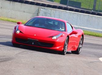 Guida in pista su Ferrari o Lamborghini all'Autodromo Castelletto di Branduzzo
