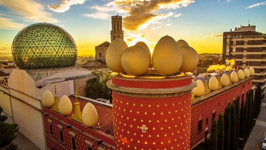 Жирона и Фигерас тур из Барселоны с гидом посещение музея дали для небольших групп