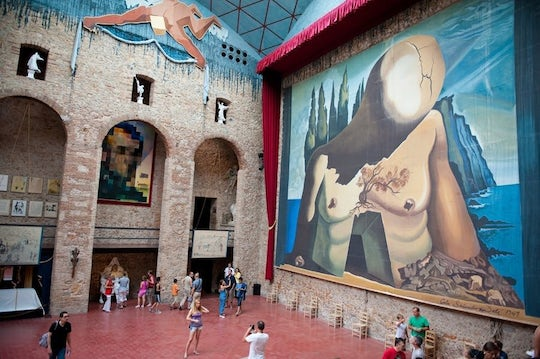 Dalí Figueres and Púbol tour from Barcelona
