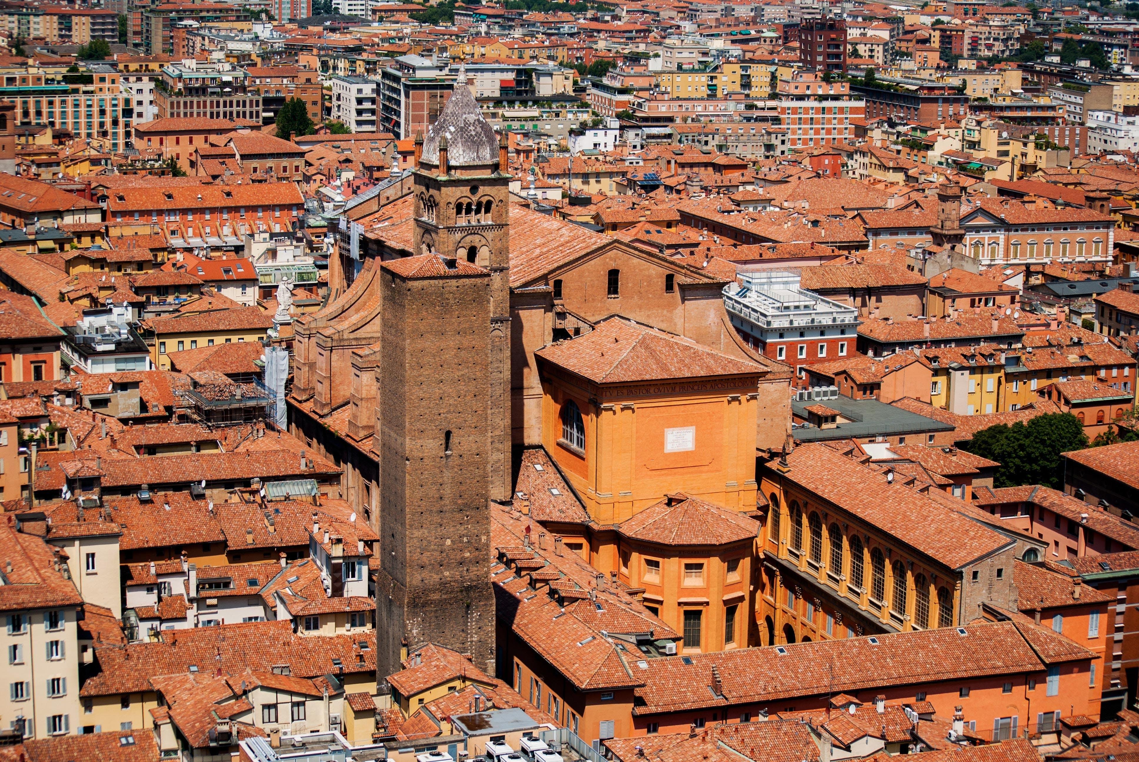 Ver la ciudad,Tours andando,Tour por Bolonia