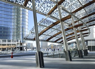 Milan tour piazza Gae Aulenti and Central railway station