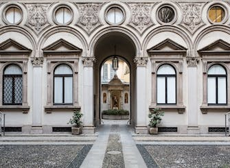 Milan Tour in the Brera District and piazza Gae Aulenti