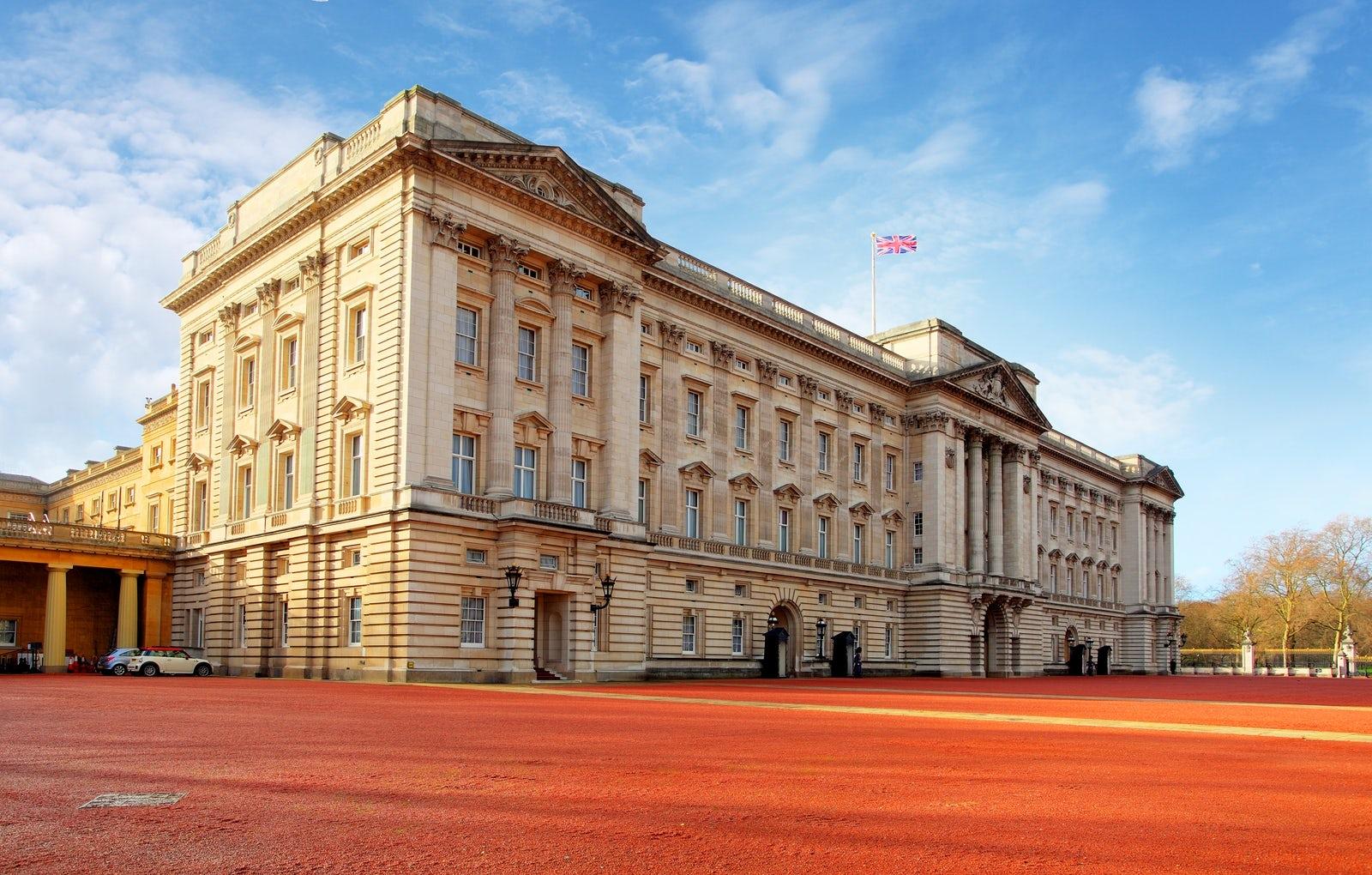 Premium Tour Of Windsor Castle And Buckingham Palace