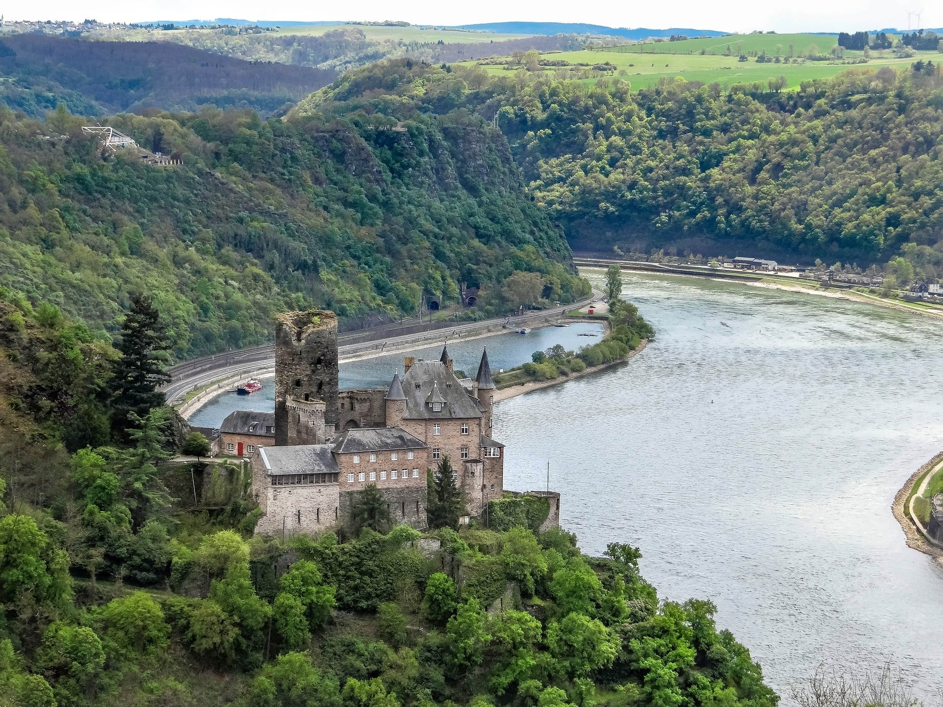 Burg Katz Above St Goarshausen and the Rhine River, Germany без смс