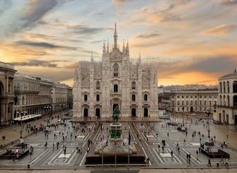 Classic tour of Milan city center
