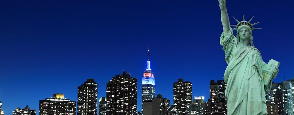 De avondlichten van New York City varen op de Adirondack