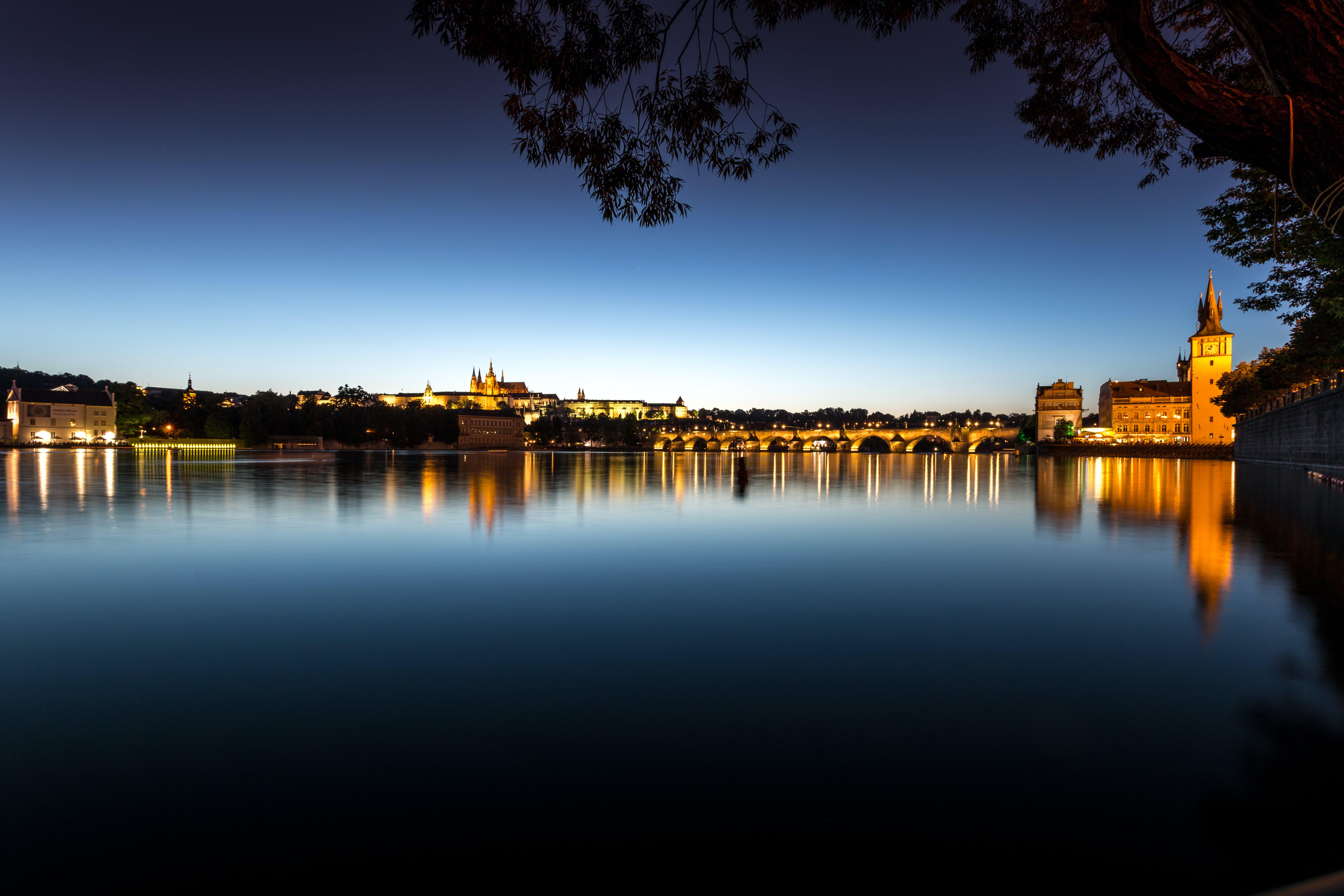 Ver la ciudad,Actividades,Visitas en barco o acuáticas,Actividades acuáticas,Crucero por el río Moldova,Con cena incluida