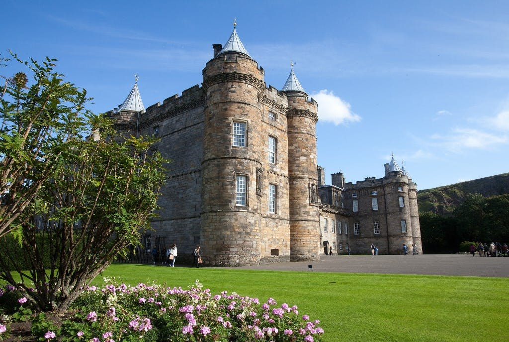 Royal Edinburgh Experience walking tour with optional Palace of Holyroodhouse entry